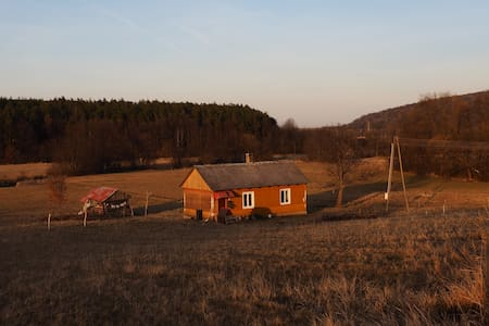 Lovely small wooden house surrounded by nature - Baszowice - 小屋