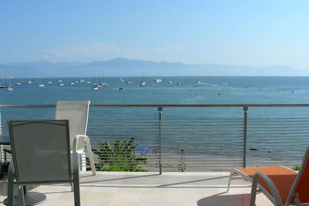 Beach front modern condo - Lägenhet