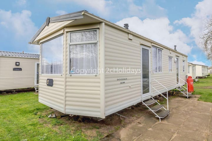 8 berth caravan for hire at Sunnydale park Lincolnshire Skegness ref 35001SD