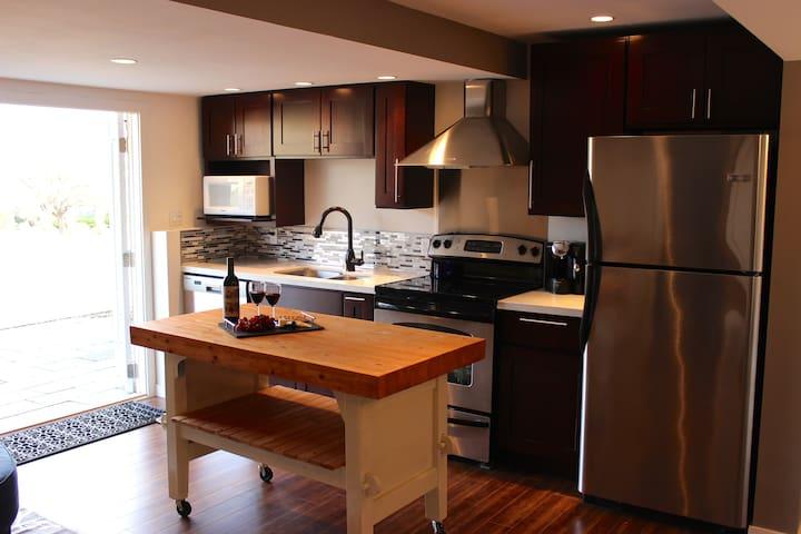 Private 2bdrm suite on Wine Trail - West Kelowna - Bed & Breakfast
