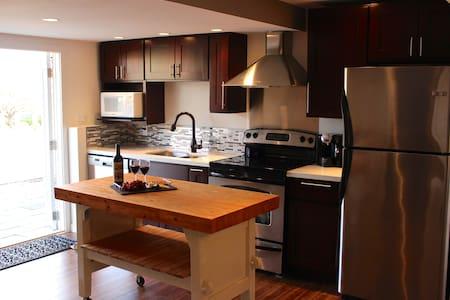 Private 2bdrm suite on Wine Trail - West Kelowna - ที่พักพร้อมอาหารเช้า