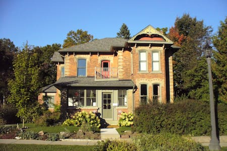Flying Leap Bed and Breakfast - LC - Elora - Bed & Breakfast - 0