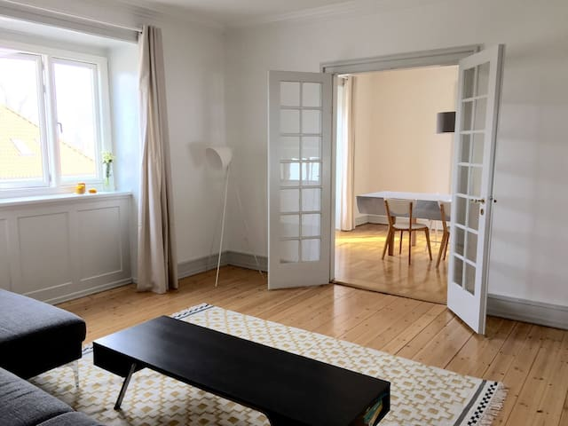 Cozy little room for one or two in a spacious flat - Hellerup - Apartment