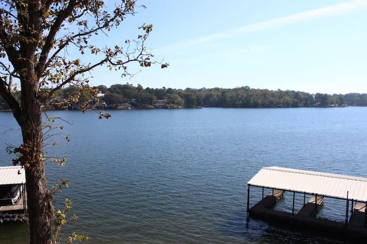 Sunny lakefront condo