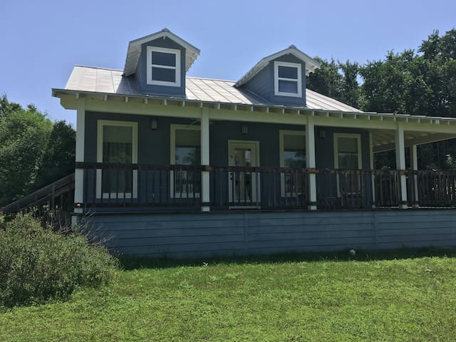 Haven River Inn Bluebonnet Cottage