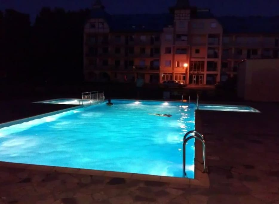 pool has lights what allow you to enjoy it even in the late evening