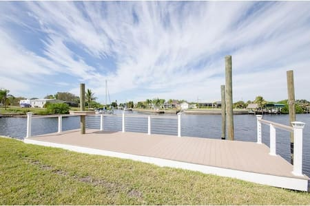 $125  LUXURY WATERFRONT/POOL /JACUZZI 3/2 FAB A++ - Port Charlotte