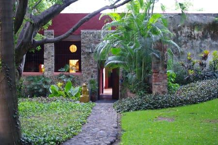 Inside a XVII th century hacienda - Yautepec - 独立屋