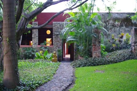 Maravillosa casa en ex-hacienda  del s. XVII