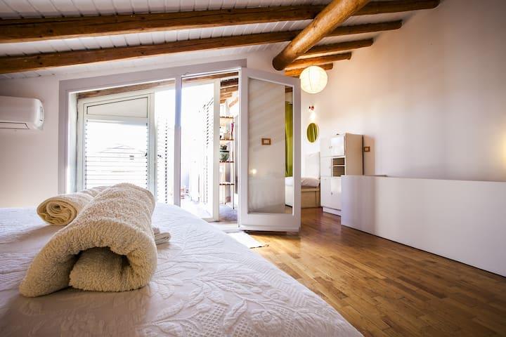 Casa in centro storico con terrazza vista mare - Apartments for ...