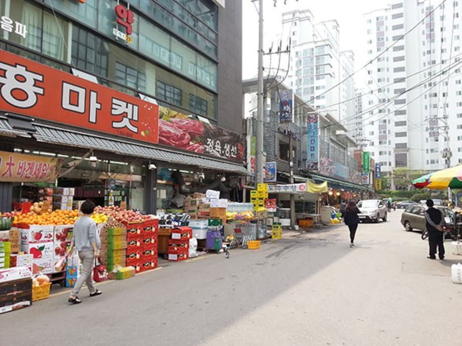 The market in 3 mins walking distance