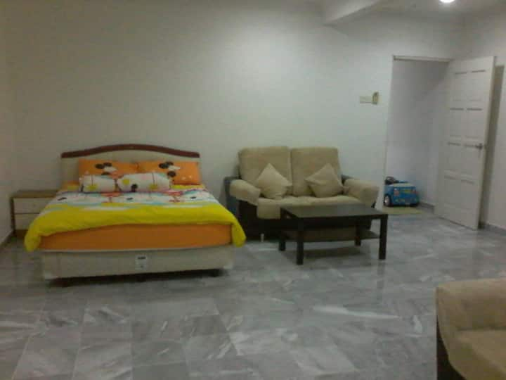 Big Room with Ensuite & Cover Carpark.