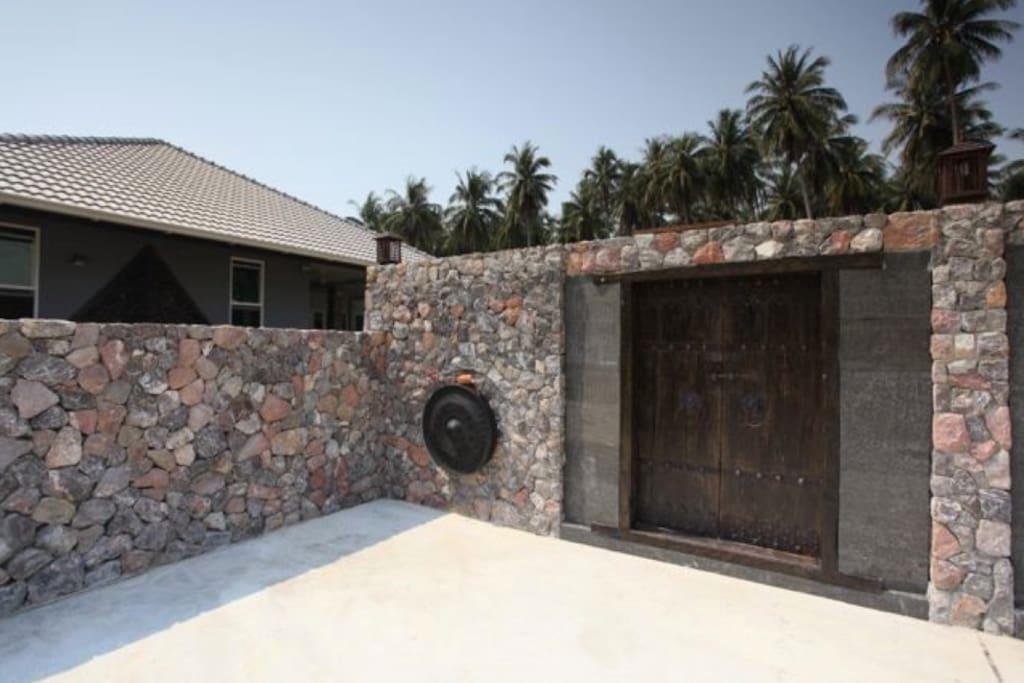 Entrance to Villa Naam Thai