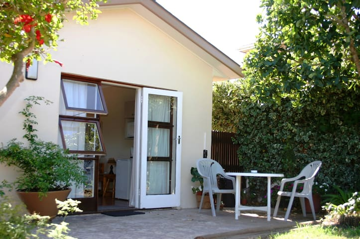 Ocean Song: Sugarbird Flatlet - Sandbaai - Appartement