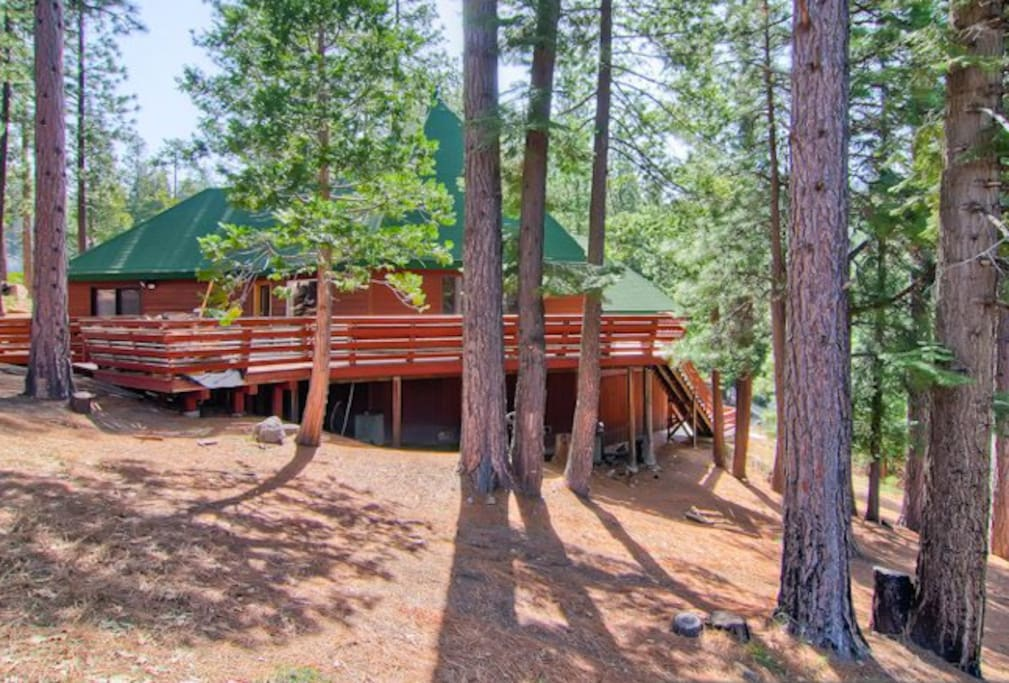 Yosemite 39 s coyote creek cabins for rent in yosemite for Yosemite national park cabin rentals