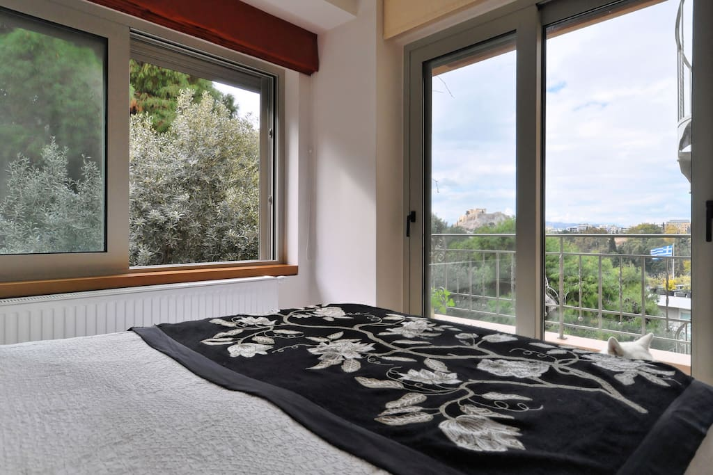 Bedroom 2, view of the woods with the sound of birds.