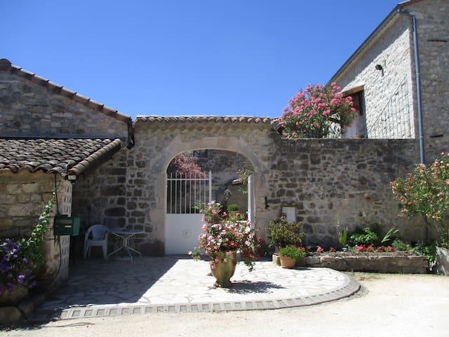 "Chambres d'hôtes ""les Monteils"" - Grospierres - Casa de huéspedes"