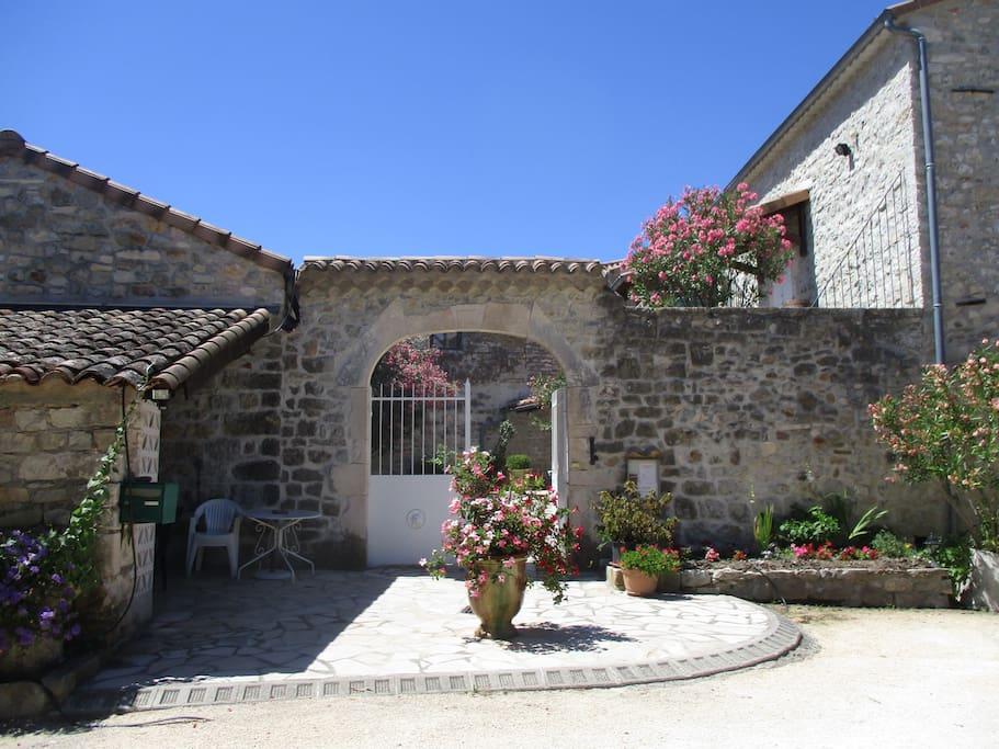 Chambres d 39 h tes les monteils guesthouse te huur in for Chambre d hotes frankrijk