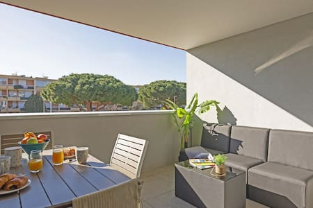 Residence with swimming pool on the roof / nice studio 25m² / secure private garage / Residence with rooftop pool
