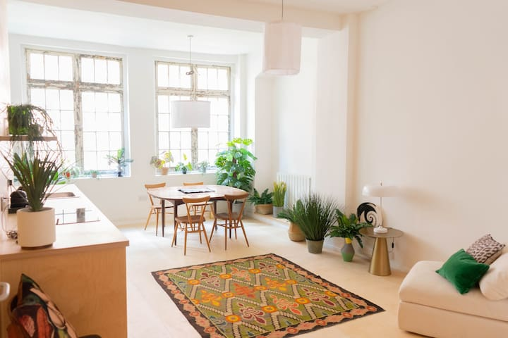 Bright Open Plan Shoreditch Apartment (5m Old St)