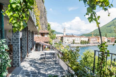 Lakefront villa, private terrace - Porlezza