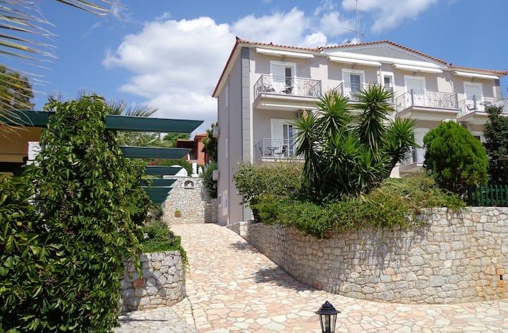 Leonidas ' apartment with sea view