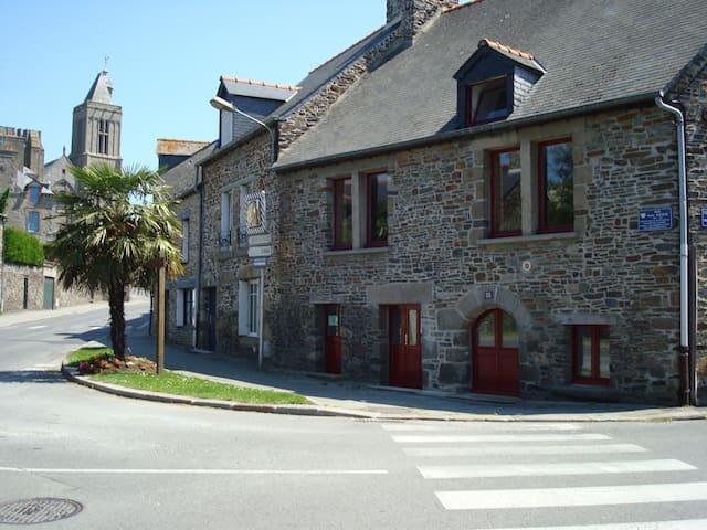 Studio de caractère meublé - Dol-de-Bretagne - Appartement