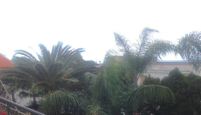 Stanza in villa a 50 metri dal mare - Reggio Calabria - Villa