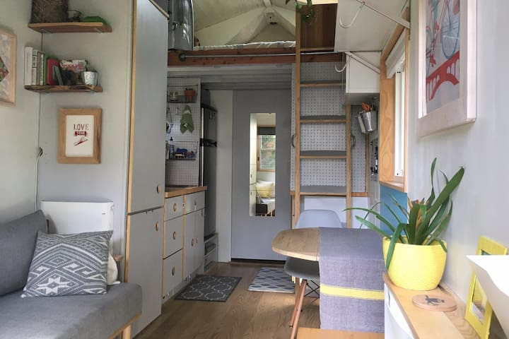Tiny House retreat in convenient DC location