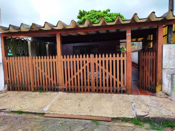 Casa em Itanhaém à três quadras da praia