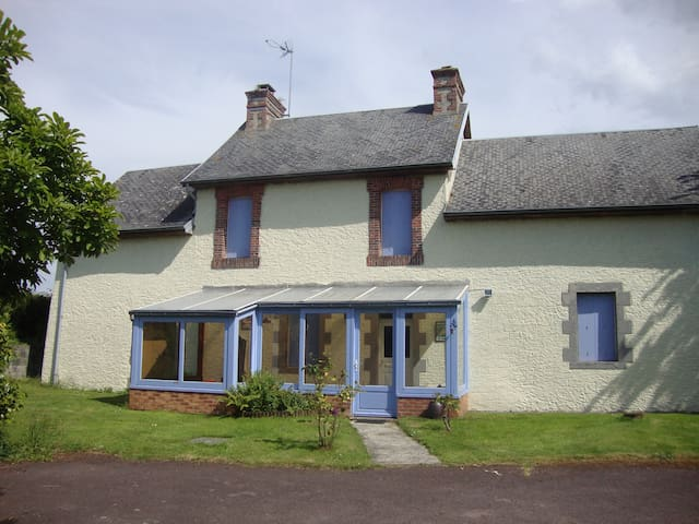 Lovely house in a quiet village - Saint-Sébastien-de-Raids