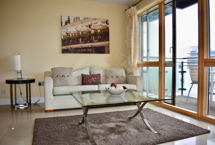 2 BR Grand Canal Dock- Breathtaking Liffey Views