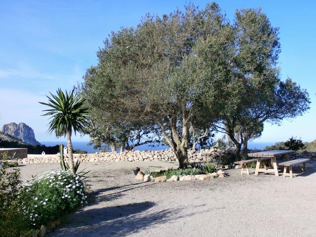 Jardín con vistas al mar