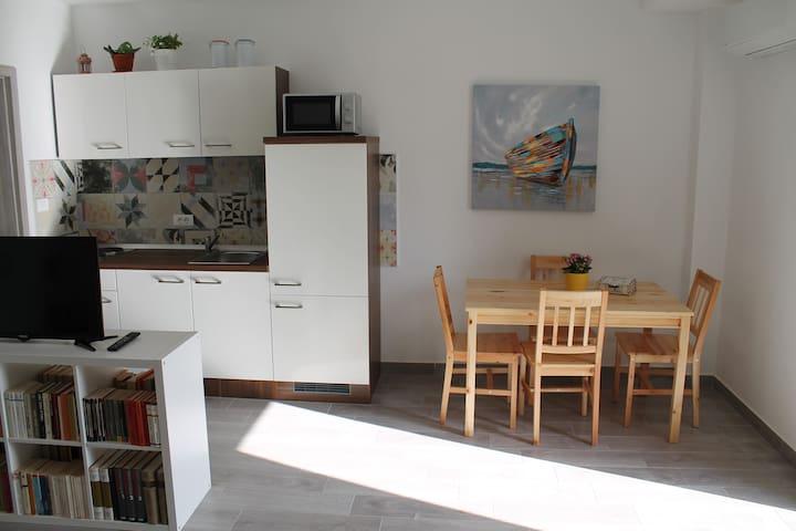 Studio apartman Beledvir
