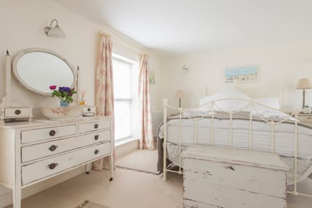 Luxury Double Bedroom with En-suite - Edgefield
