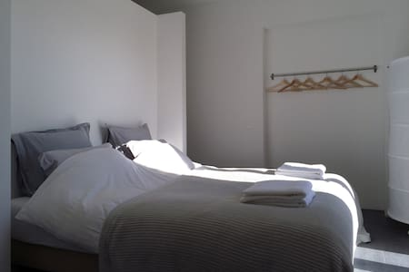 Modern styled  4p family apartment near St. Tropez - ラ・ガルド =フレネ