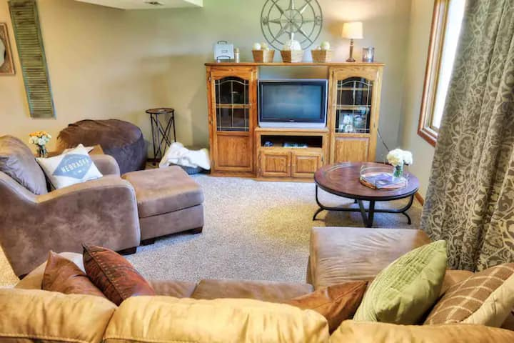 *Newly Renovated* Traveler's Suite near Offutt