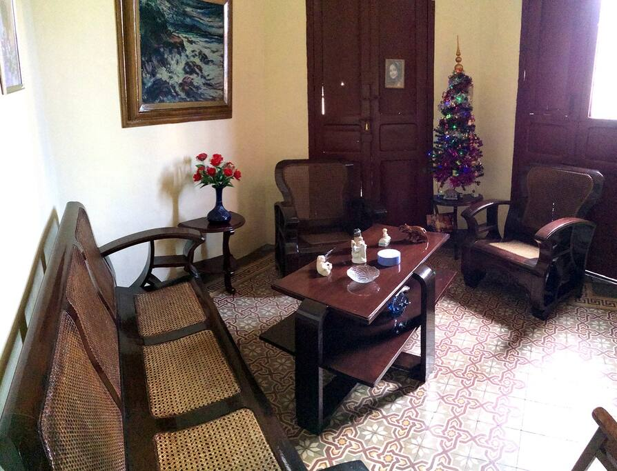 Nuestra y su sala/ Our and your living room