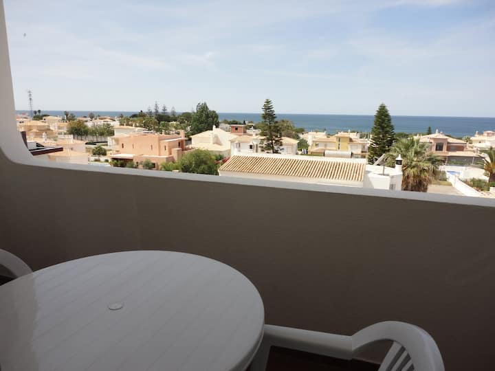 Sea view apartment in Galé beach