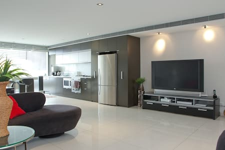 Ultramodern split level apartment! - Fortitude Valley