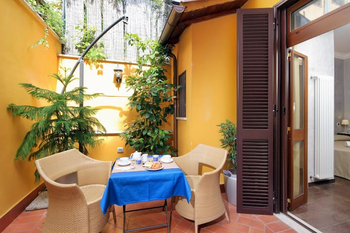 B&B Colosseo's door, Patio  - Rome
