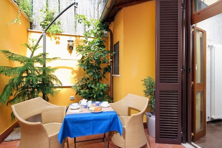 B&B Colosseo's door, Patio  - Rom - Bed & Breakfast
