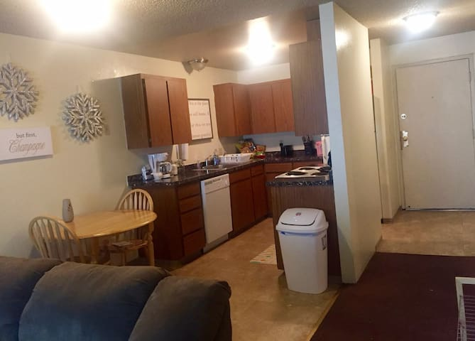 One block from Hayward Field, 2 bedroom apartment - Eugene - Wohnung