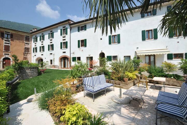 Charming Apartment Clementina - Pesina Spezie - Apartemen