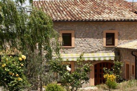 Ancosa+Cuitora cottages 12pax la Llacuna Barcelona - La Llacuna - Rumah