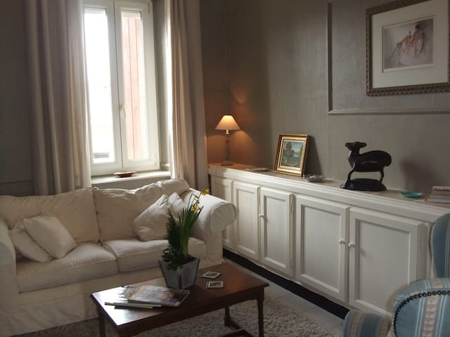 2 bedroomed 1st floor apartment - Carcassonne - Apartamento