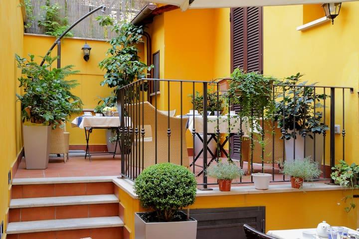 B&B Colosseo's door, Patio 1 - Rom - Bed & Breakfast