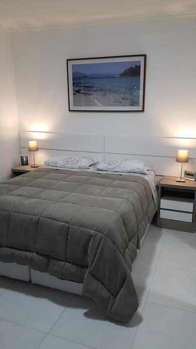Iluminação do apartamento com LED. Coloque sua mala dentro da cama-box!