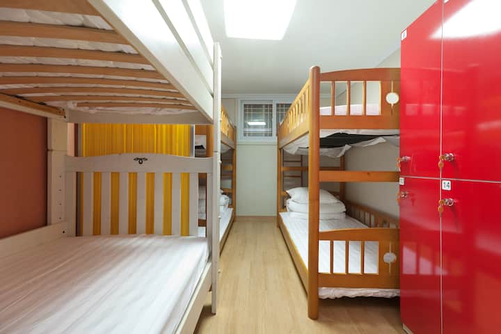Female-only dormitory(Friend, male if accompanied)
