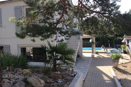DROME, maison pour les vacances avec piscine - Montéléger - Rumah